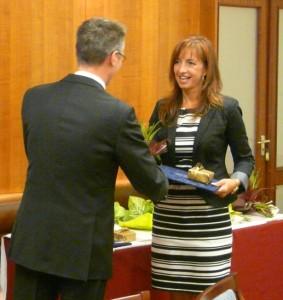 Jankovné Héjjas Katalin vette át a minőségdíjat (Fotó: munkaügyi kirendeltség)