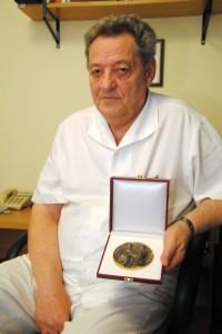 dr. Grósz Miklós a Pro Sanitate díjjal
