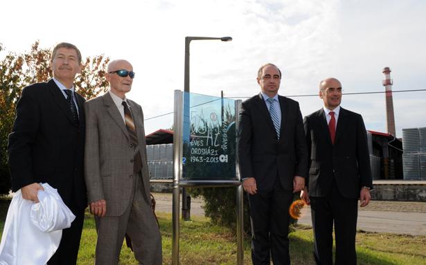 Czellecz Attila, Szokup Lajos, dr. Dancsó József és Angelo Breviari a jubileumi táblánál (Fotók: Kecskeméti Krisztina)