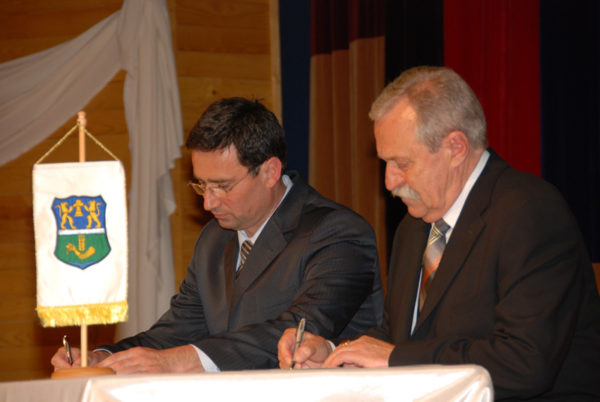 Orosháza – Szenttamás, testvértelepülési okirat aláírása, Orosháza, 2009. április 24.